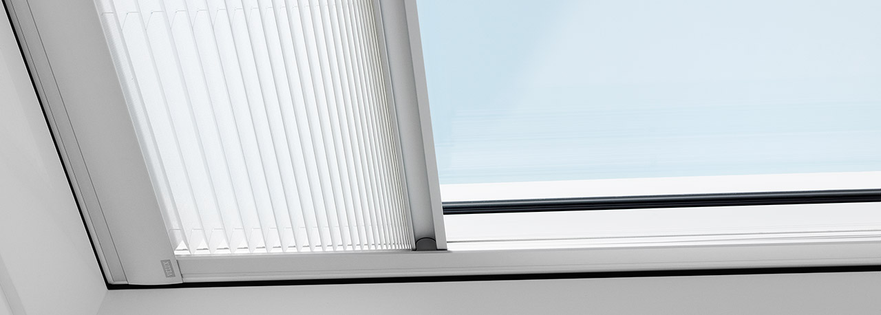 Velux pleated blinds for flat roof window for Lucernaio velux